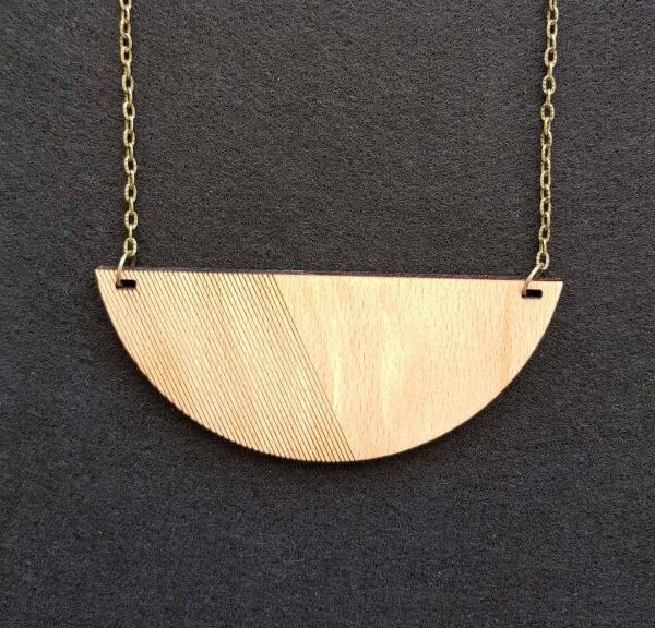 Pararok lesena ogrlica načrtan krog