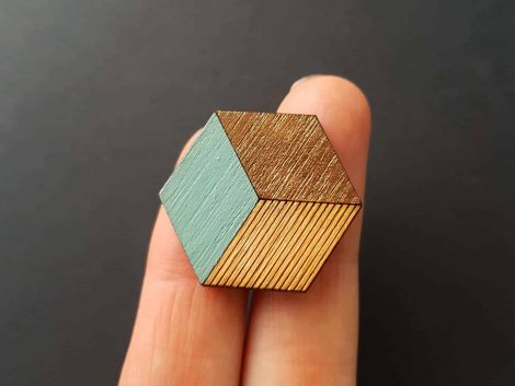 PARAROK-lesena-broška-kocka (2)