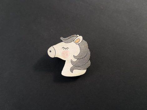 PARAROK-lesena-broška-konj (6)