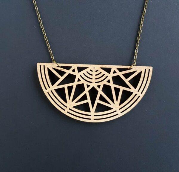 PARAROK-lesena-ogrlica-verižica-geometrijsko-sonce (2)